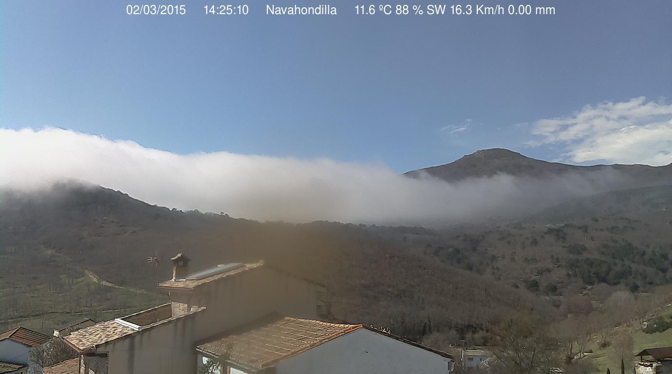 Desde Navahondilla haciendo frontera con la niebla del Valle del Tiétar